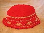 Girls' shell stitch hat