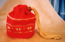 Girl's shell-stitch purse
